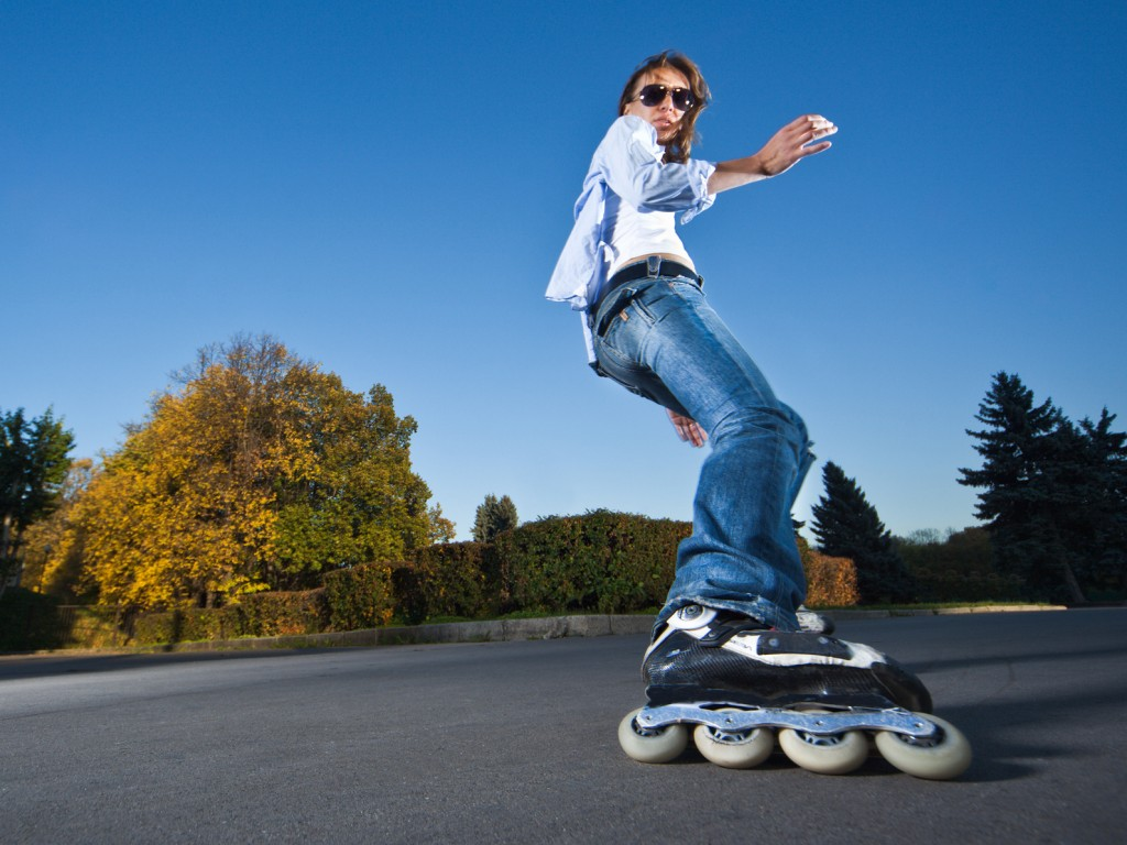 4e178f27a68 Vor allem Anfänger sollten daher die Bremstechnik mit Skates unbedingt  üben, bevor sie sich auf vielbefahrene Straßen und beliebte Skatestrecken  wagen.